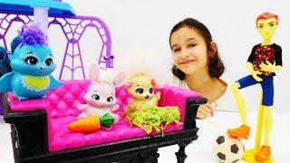 Игры в куклы для девочек: Питомцы Enchantimals в Школе Монстров