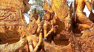 タイで最も有名な【ロウソク祭り】(ウボンラーチャタニー)