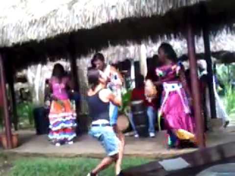 VITO GUARACHANDO BAILANDO GUAGUANCO' EN CUBA 2012 ! (parte 2)