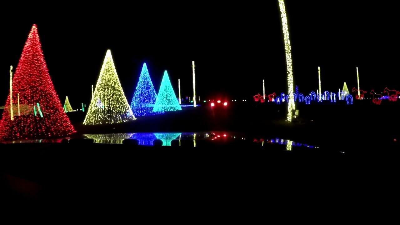 Drive Through Christmas Lights.Drive Thru Christmas Light Show