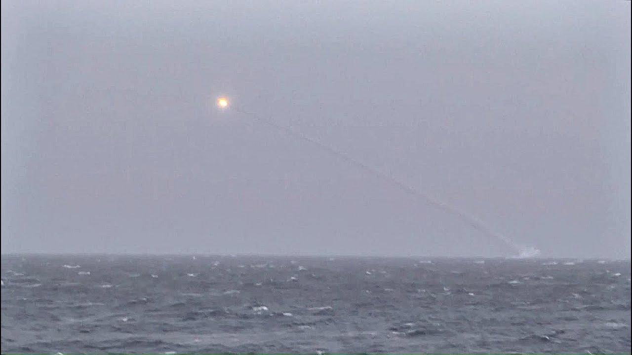 Пуски крылатых ракет «Калибр» подлодкой «Колпино» в Чёрном море