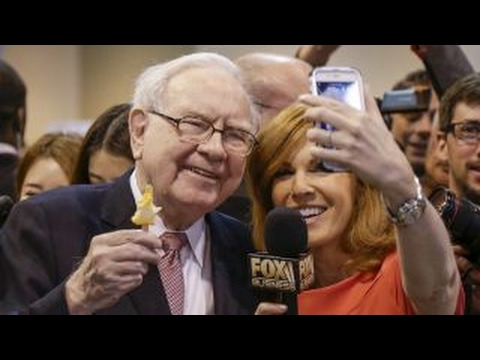 Behind the scenes of Berkshire Hathaway's annual shareholder meeting