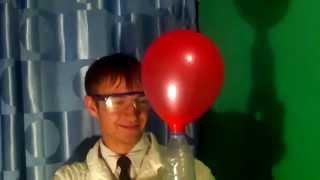 видео Как надуть шарики гелием в домашних условиях
