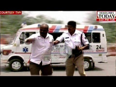 Bangalore: Cop Thrashes Samaritan For Helping Ambulance In Traffic