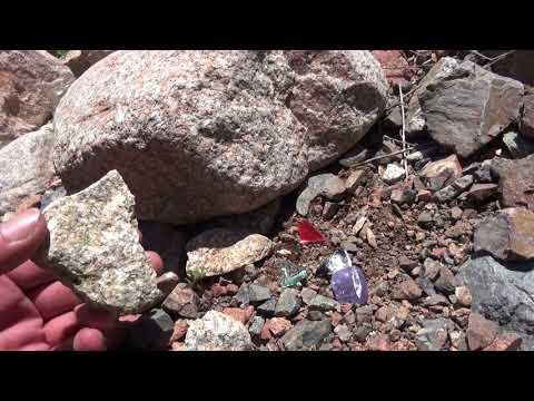 В горах нашел драгоценные камни