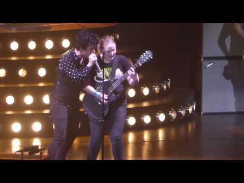 """Fan Plays Billie's Guitar on Stage"" Green Day@Petersen Events Center Pittsburgh 3/25/17"
