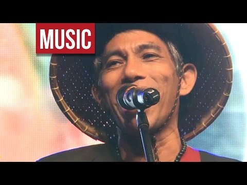 "Joey Ayala - ""Karaniwang Tao"" Live at OPM Means 2013!"