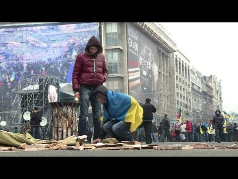 Pro-European Union protesters continue to rally in Kiev