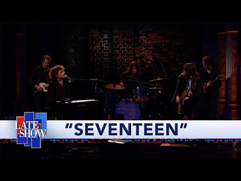 "Sharon Van Etten & Norah Jones - ""Seventeen"" Performance"