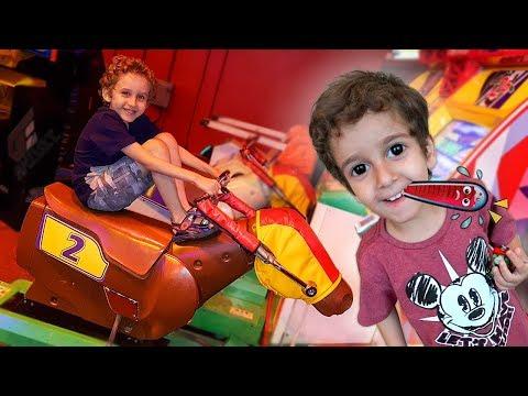 Toquinho no Médico e Paulinho no Parquinho Jogos - Kids to Doctor and Playground Fun for Children