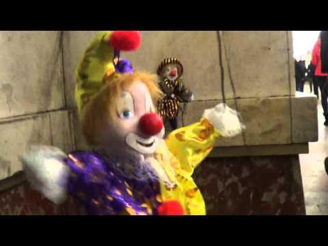 Клоун марионетка.