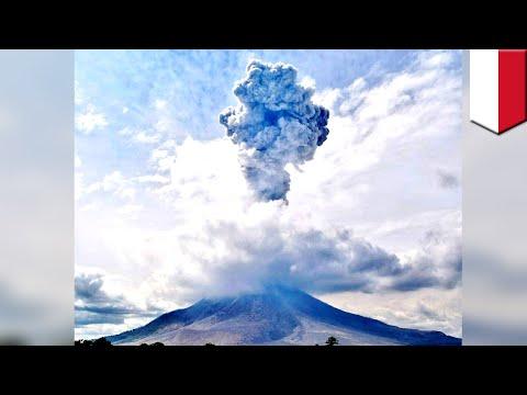 Indonesia volcano eruption 2018: Flight chaos as Mount Sinabung blows in North Sumatra - TomoNews