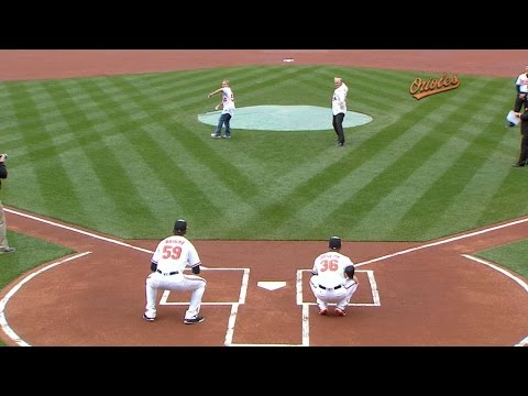 MIN@BAL: Dempsey, Zirkin throw ceremonial first pitch