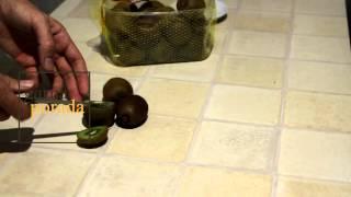 Как правильно кушать киви