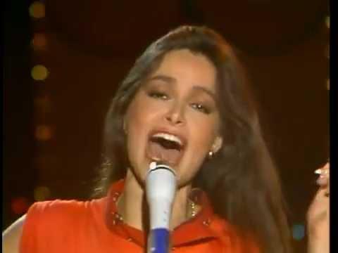 Daniela romo-La ocasion para amarnos-cantado en vivo.HQ ...