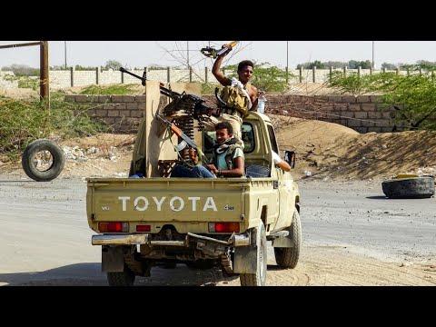 اشتباكات في الحديدة غداة دخول وقف إطلاق النار في اليمن حيز التنفيذ  - نشر قبل 9 ساعة
