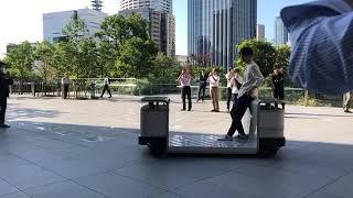 時速5キロの自動走行モビリティ「iino」のデモ走行