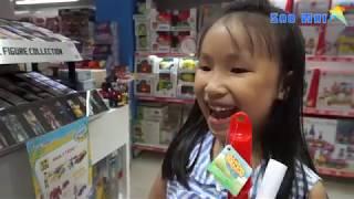 Đi Funny Land mua đồ chơi thổi bong bóng khổng lồ, xe cứu hỏa và xe đua