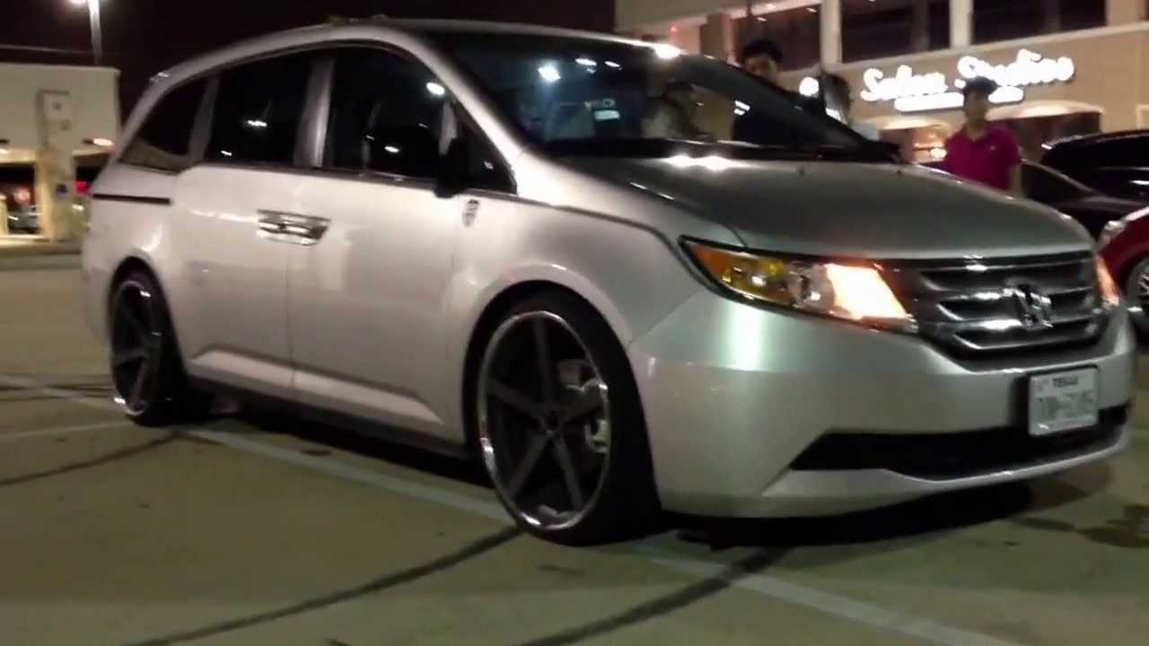 First 4th Gen Honda Odyssey Bagged And Tucking 22s By