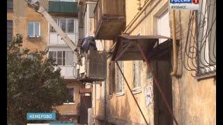 Башенный кран падает и сбивает все балконы стояка, видео, Киров