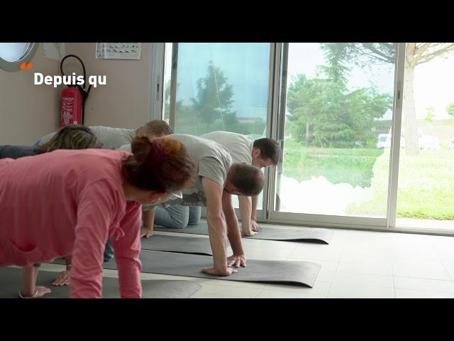 Des cours de yoga dans une carrière
