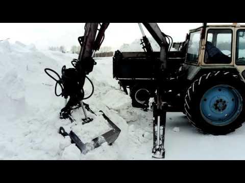 Погрузчик ПЭФ-1Б грузит снегом ЗИЛ за 2 минуты - 04.02.2017