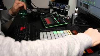 Experimental Techno Jam with Ableton Live 9, Roland TB-3, Native Intruments Maschine