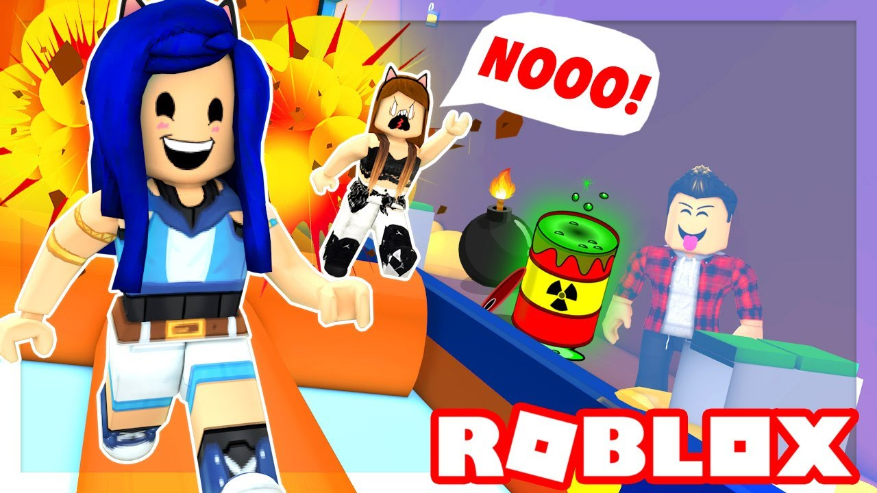 Itsfunneh Roblox Family Life Moving In You Must Run Or Die Roblox Death Run Youtube