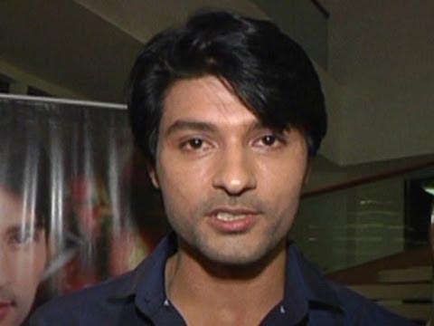 Sooraj ACCUSES Sandhya in front of everyone in Diya Aur Baati Hum 11th April 2012