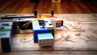 Автомат из лего (Стреляет деталями)