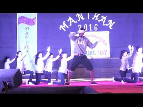 Bezubaan group dance