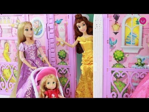 Rapunzel va al Castillo con su hermanita para merendar con las Princesas Disney