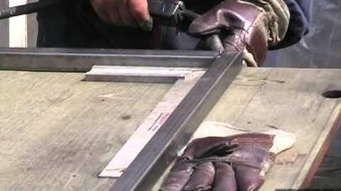 Изработка и монтаж на решетки и решетъчна врата