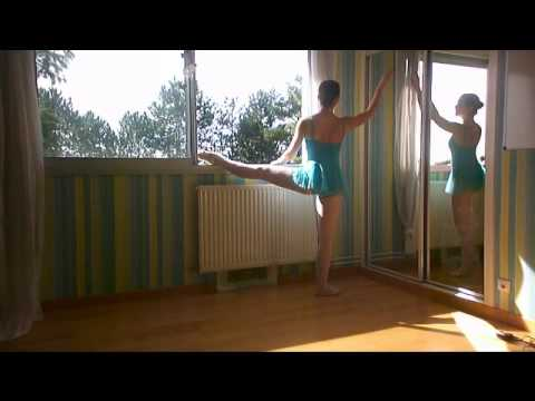 Tuto danse classique jambe sur la barre avanc youtube for Hauteur barre danse classique