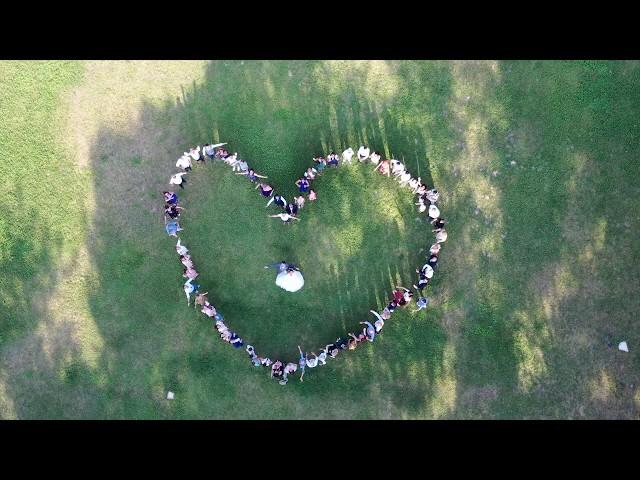 Formation d'un coeur aérien par drone (mariage, fête et événement / Aerovideos 06 76 64 67 87)
