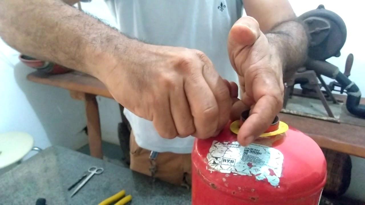 Como Transformar um Extintor em um lava a jata com  3 a 4 litros de água.