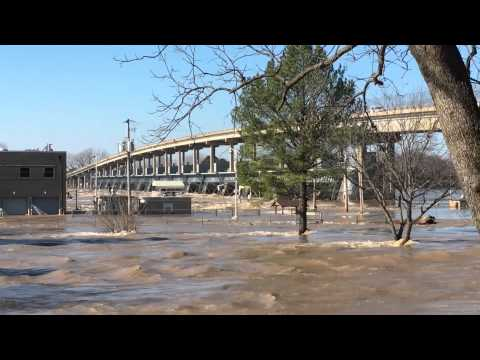 Arkansas River flooding - Toad Suck Lock and Dam - 1/1/2016