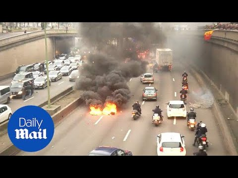 Taxi drivers and police clash after violence at Paris protest - Daily Mail