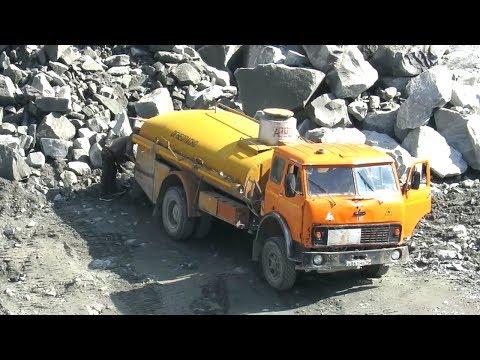 Бензовоз МАЗ-500, заправка экскаватора в карьере