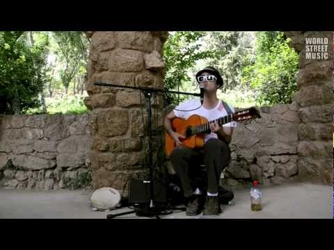 Edith Piaf - La vie en Rose (street cover) by Brazilian musician Luiz Mura (Barcelona, Spain)
