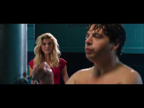 RONNIE NO BANHEIRO COMUNITÁRIO PELADO / Filme: Baywatch: S.O.S. Malibu (2017)
