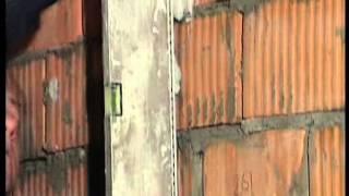 Как правильно штукатурить стены по маякам(Как правильно штукатурить стены по маякам - видео инструкция. И еще полезная информация по облицовке плитко..., 2014-08-19T20:42:36.000Z)