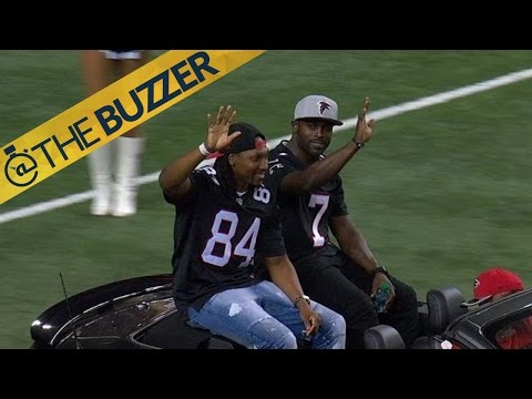 Michael Vick receives standing ovation at Georgia Dome | @TheBuzzer | FOX SPORTS