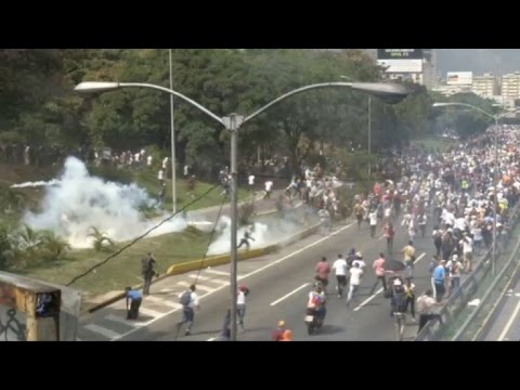 Venezuela: Police fires tear gas to break up opposition protest