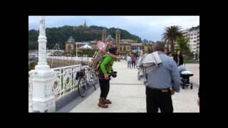 человек оркестр или уличный музыкант(вот такое чудо-юдо играло бульваре возле пляжа., 2014-05-11T17:18:48.000Z)
