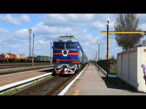 ТЭП70-0031 с пассажирским поездом Харьков - Херсон прибывает на ст.Снигиревка