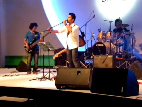 m-sonic live at singapore singing piya re