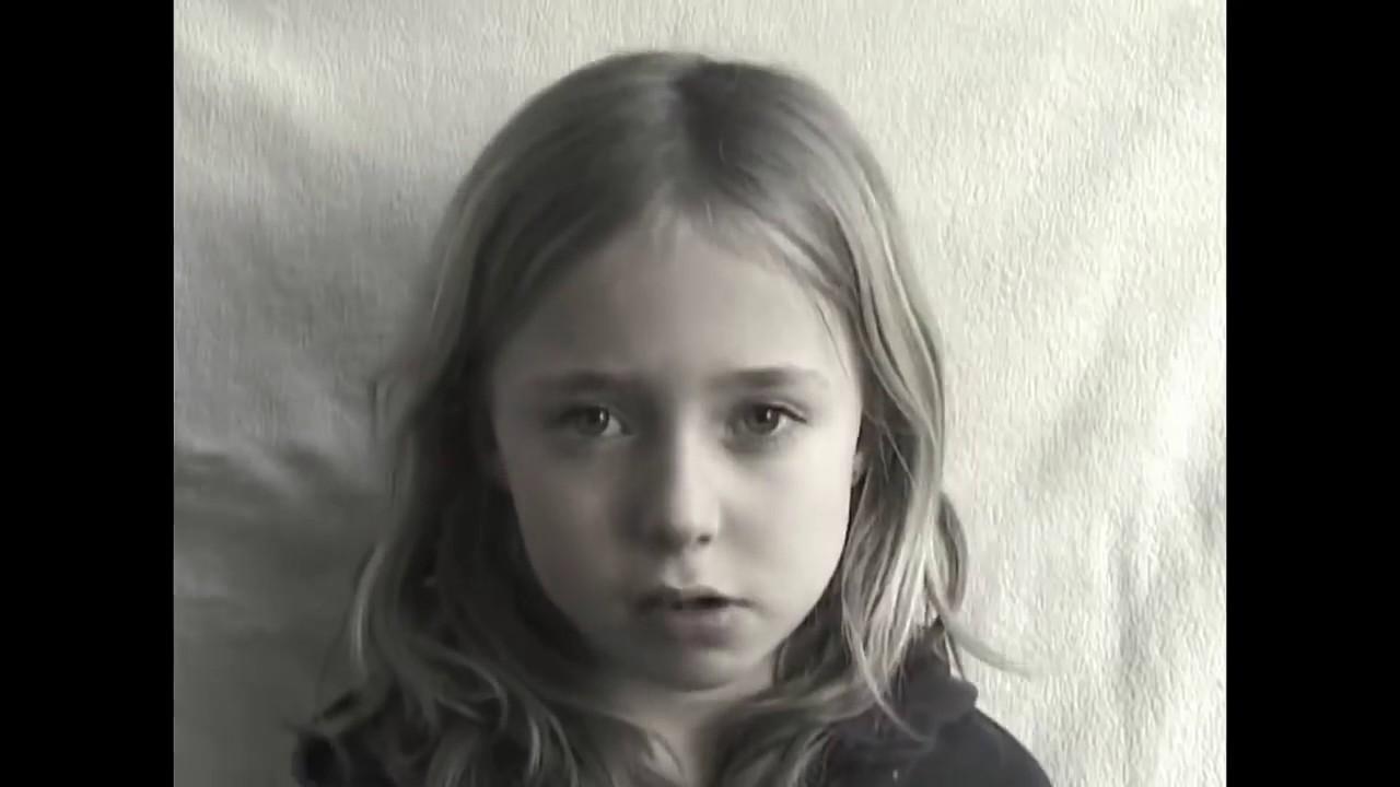 Отец отемел свою дочь