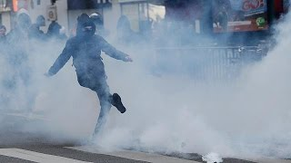 Молодые парижане протестуют против обоих кандидатов в президенты