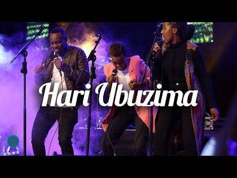 Israel Mbonyi - Hari Ubuzima (Live in HUYE)